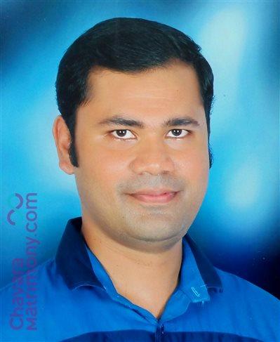 Office staff Matrimony Grooms user ID: CCKY234221